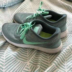 Nike mint free run sneakers